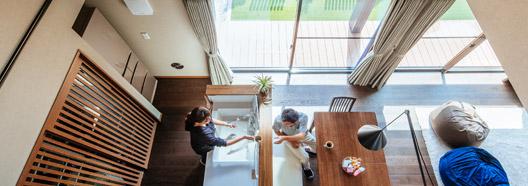 スクエアデザインの外観に一目惚れ。理想の生活動線を叶えた注文住宅